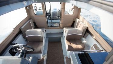 Моторная лодка Yamarin Cross 60 Cabin